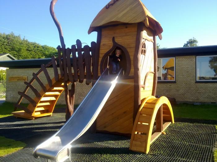 Legetårn i træ. Naturlegepladser med lang holdbarhed og høj legeværdi
