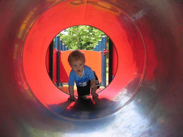 Legeredskaber og legesikkerhed er vigtige aspekter på legepladser