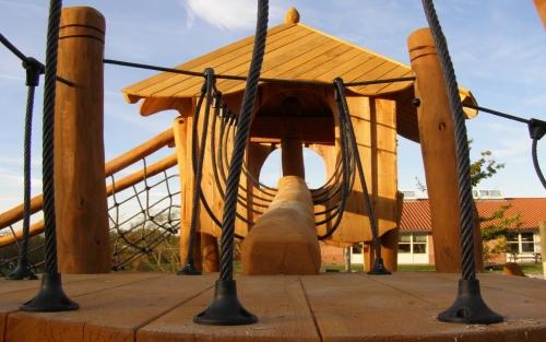 Legepladser af høj kvalitet. legeredskaber i træ. Legepladsfirma med skræddersyede løsninger